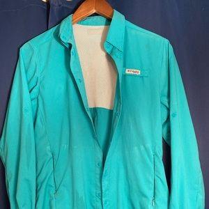 Women's Columbia button up fishing shirt in teal